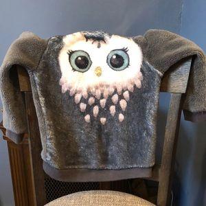 Girl's H&M super soft and warm owl sweatshirt.